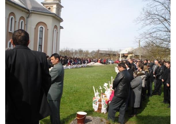 Sfințirea bucatelor în ziua de Paște Biserica ortodoxă Fărcașa