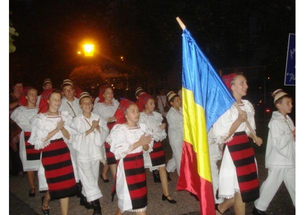 """Ansamblul folcloric """"Plaiuri someșene"""" la festivalul folcloric din Bratislava"""
