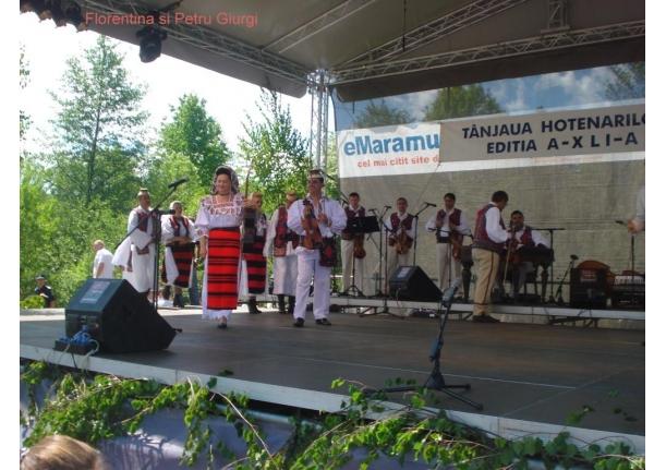 Farcaseni la festivalul Tinjaua de pe Mara de la Hoteni