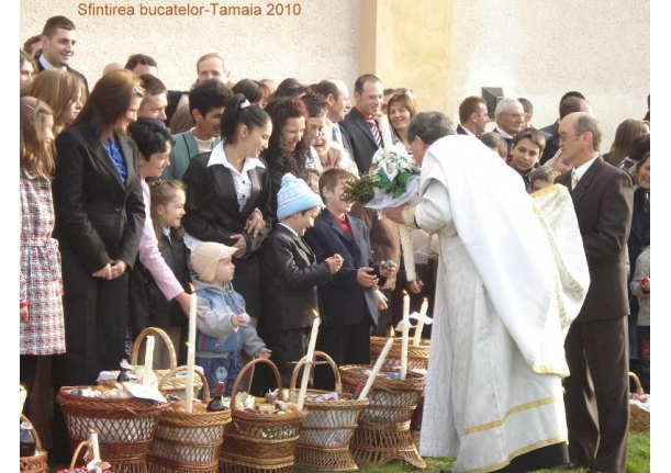 Sfințirea bucatelor în ziua de Paște Biserica ortodoxă Tămaia 2010