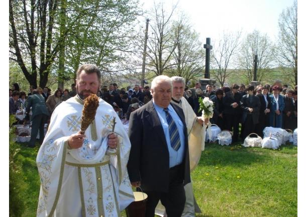 Biserica ortodoxă Fărcașa - Sfințirea bucatelor în ziua de Paște 24 aprilie 2011