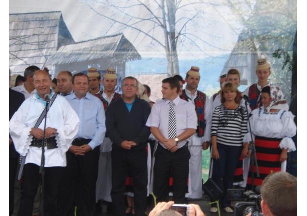 Farcaseni la festivalul Hora la Prislop