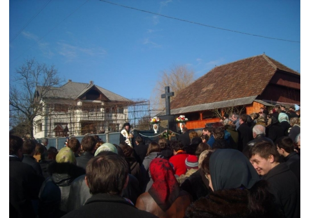 Biserica ortodoxă Fărcașa - Sfințirea unei cruci noi